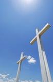 Traverse bianche sotto cielo blu fotografia stock