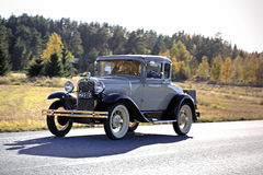 Traversez à gué les 2D couples standard A/2640year 1930 sur la route Photographie stock libre de droits