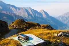 Traversi con GPS nella montagna Immagine Stock
