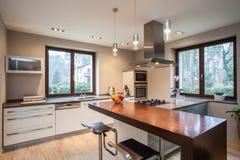 Travertin Haus Küche stockbilder
