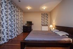 Travertine house - luxurious bedroom Stock Photography