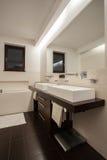 Travertine house - spacious bathroom Stock Photography
