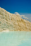 Travertinpooldummkopf des Wassers Stockfotos