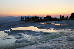 Travertins montants en cascade de Pamukkale Hierapolis Images libres de droits