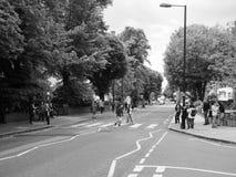 Travesía de Abbey Road en Londres blanco y negro Imagen de archivo libre de regalías