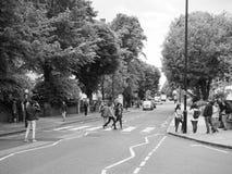 Travesía de Abbey Road en Londres blanco y negro Fotos de archivo libres de regalías