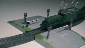 Travesía de ferrocarril del tren almacen de metraje de vídeo