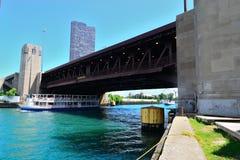 Travesía de la barca de Chicago del embarcadero de la marina Fotografía de archivo libre de regalías