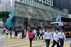 Travesía de la calle en Hong Kong Fotos de archivo libres de regalías