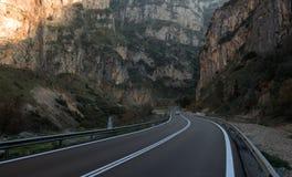 Travesía de la carretera de las montañas de Rocky foto de archivo libre de regalías