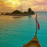 Travesía de la puesta del sol en los Maldivas Imágenes de archivo libres de regalías