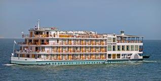 Travesía de lujo a través del lago Nasser en Egipto fotos de archivo libres de regalías
