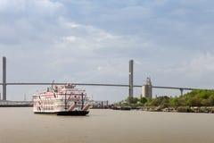 Travesía del barco de la rueda de paletas en Savannah River Fotos de archivo
