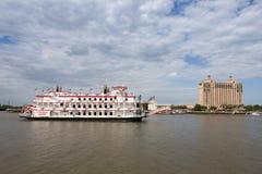 Travesía del barco de la rueda de paletas en Savannah River Fotos de archivo libres de regalías