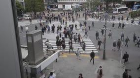 Travesía del despegue en tiempo mínimo de Shibuya, Tokio, Japón almacen de metraje de vídeo