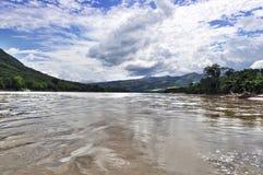Travesía del río imagen de archivo libre de regalías