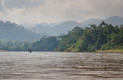 Travesía del río en la selva Imagen de archivo libre de regalías