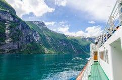 Travesía en el fiordo de Noruega Fotos de archivo