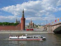 Travesía en el río de Moscú Fotos de archivo libres de regalías