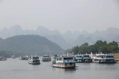 Travesía en el río Lijiang, China Imágenes de archivo libres de regalías
