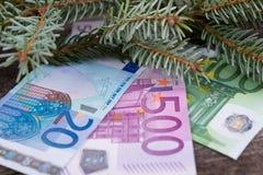 Travesaño de la Navidad con el dinero Fotos de archivo libres de regalías