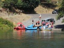 Travi che lanciano su Rogue River Fotografia Stock Libera da Diritti