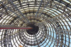 Travi d'acciaio dentro una costruzione Fotografia Stock Libera da Diritti