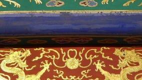 Travi scolpite dipinte magnifiche del fascio Architettura antica della Cina Pechino stock footage