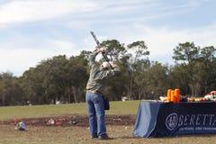 Travis Mears met bovenkant - onderaan jachtgeweer stock afbeelding