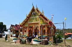 Travlers thai people go to Wat Don Moon temple for praying Royalty Free Stock Photos
