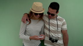 Travling Stadt der Paare im Sommer stock video footage