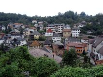 Travnik una vista de las cuestas de la ciudad Fotos de archivo