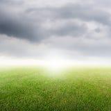 Traw pola i raincloud na złym dniu Zdjęcie Royalty Free