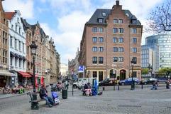 Trawa Targowy Grasmarkt przy agora kwadratem otaczającym utrzymanymi historycznymi budynkami, blisko Uroczystego miejsca w Brukse Zdjęcie Royalty Free