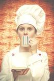 Trawienny biskwitowy tło Młody szef kuchni Obrazy Stock