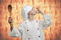 Trawienny biskwitowy tło Młody szef kuchni Fotografia Stock