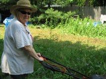 trawnik kośby kobieta obraz stock