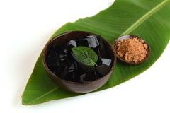 Trawy galareta, warzywo galareta, czarna w kolorze, jedzącym z cukierem (Mesona chinensis) Fotografia Stock