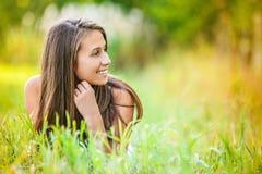 trawy łgarscy kobiety potomstwa Zdjęcia Royalty Free