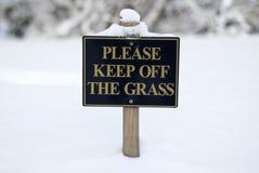 trawy utrzymanie daleko zadawala znaka Zdjęcia Stock