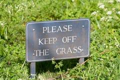 trawy utrzymanie daleko zadawala znaka Zdjęcia Royalty Free