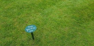 trawy utrzymanie z znaka Zdjęcia Royalty Free