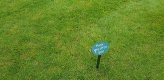 trawy utrzymanie z znaka Zdjęcie Royalty Free