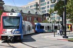 TRAX, sistema ferroviário da luz do ` s da autoridade do transporte de Utá, em Salt Lake City do centro fotografia de stock