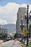 TRAX, sistema ferroviário da luz do ` s da autoridade do transporte de Utá, em Salt Lake City do centro foto de stock