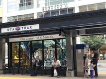 TRAX, sistema ferroviário da luz do ` s da autoridade do transporte de Utá, em Salt Lake City do centro imagem de stock