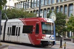 TRAX, sistema ferroviario della luce del ` s di autorità di trasporto dell'Utah, a Salt Lake City del centro immagini stock