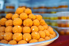 Tray of fried dhal balls on sale Royalty Free Stock Photos