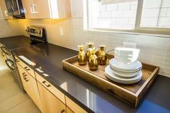 Tray On Long Kitchen Counter de servicio de madera fotografía de archivo libre de regalías