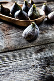 Tray of organic figs on wooden texture background Stock Photos
